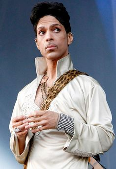 "This face says, ""What in the world are you doin'?"" lol   Love me some Prince!"