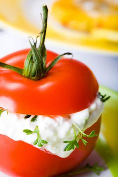 Since these stuffed tomatoes are finger food, you will need to use cherry tomatoes. Stuffed tomatoes recipes look very cute and they are also one. Skewer Appetizers, Bread Appetizers, Appetizers For A Crowd, Healthy Appetizers, Appetizer Recipes, Easy Cold Finger Foods, Cherry Tomatoes, Fruit, Easy Meals