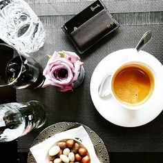 Breakfast at its best at our favorite hotel @dangleterrecph in Copenhagen. @benjaminpalmqvist shows us his brown card holder with initials in gold. Get your personalized travel essentials at www.deriwe.com, link in bio @deriweofficial ☕️ #deriwe