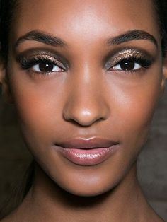 Shimmering smoky eyes with brown and gold eyeshadow