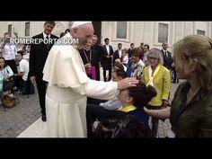 Francisco saluda a discapacitados que pidieron conocerlo en un vídeo