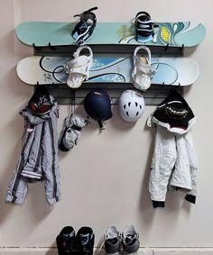 Фотография: Кухня и столовая в стиле Восточный, DIY, Квартира, Аксессуары, Советы, хранение, хранение спортивных снарядов, хранение лыж в квартире, хранение роликов в квартире, хранение доски для серфинга в квартире, хранение сноуборда в квартире, идеи хранения велосипеда в квартире, хранение самоката в квартире, хранение скейта в квартире – фото на InMyRoom.ru