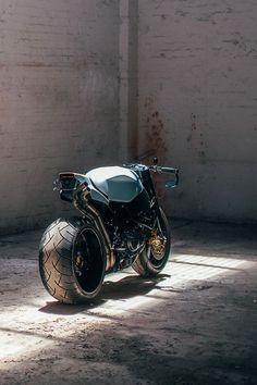 Wenley Andrews' Honda CBR 'retro-fighter'