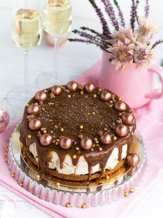 Piparijuustokakku Kinuskikuorrutuksella (liivatteeton) Most Delicious Recipe, Xmas, Christmas, Food Inspiration, Tiramisu, Sweet Tooth, Cheesecake, Yummy Food, Dishes