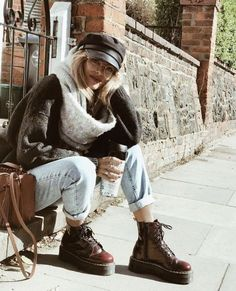 Mutter Jeans Outfit Inspo - Plattform Doc Marders - Los Angeles inspirierte Look. - Mutter Jeans Outfit Inspo – Plattform Doc Marders – Los Angeles inspirierte Looks … – moda – Source by - Outfits With Hats, Mode Outfits, Jean Outfits, Casual Outfits, Fashion Outfits, Fashion Hats, Fashion Brands, Fashion Online, Jeans Fashion