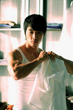"""Song Seung Heon in a scene from """"When A Man Love's"""". So very, very nice! ;)"""