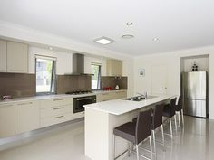 Photo of a kitchen design idea from a real Australian home - Kitchen photo 8002325. Browse hundreds of kitchen photos in the Home Ideas Kitchen galleries.