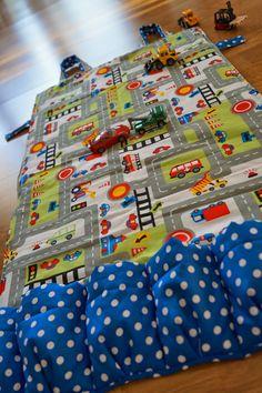 Portabler Spielteppich mit Matchbox-Garage
