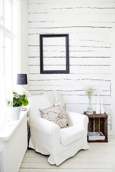 Little White House. Interior Exterior, Interior Design, Little White House, Living Spaces, Living Room, White Rooms, Scandinavian Home, Home And Deco, Beautiful Interiors