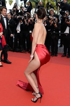 bella-Hadid-cannes-garde-robe dysfonctionnement-rouge-dress-3.jpg