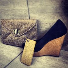 #gold #obsession #iphone #case #heels #shoes #bag #clutch #sparkle #fashion #combination #love #yay