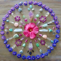 Blessed midsummer vibes 🌸🌺💜 'Everything is energy. Your thought begins it, your emotion amplifies it and your action increases the… Crystal Mandala, Crystal Flower, Crystal Magic, Crystal Grid, 7 Chakras, Flower Mandala, Mandala Art, Everything Is Energy, Crystal Meanings