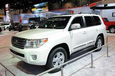 Немного пересмотренная Toyota Land Cruiser 2013–года