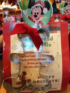Cute Disney Christmas gifts, gingerbread mix with cookie-cutter, Disney 2014, Disney Christmas