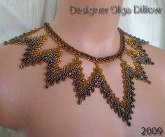 Color dorado con tono 2 corte cosechadora de granos para hacer este collar de malla ruso inusual. ¡Muy lento pero el resultado es impresionante! Puede ser usado de muchas maneras. Sobre vaqueros y un suéter de cuello alto o con un vestido.