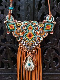 Items similar to Beaded Tribal Necklace with Leather Fringe, Southwestern Necklace, Boho Necklace on Etsy Colar Tribal, Colar Boho, Tribal Necklace, Native Beadwork, Native American Beadwork, Loom Beading, Beading Patterns, Beaded Earrings, Beaded Jewelry