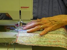 Fiber Art Quilts, Textile Fiber Art, Quilt Art, Sewing Scarves, Creative Textiles, Arte Popular, Fabric Manipulation, Fabric Art, Fabric Scraps