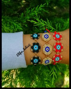 Cuff Bracelets, Bangles, Macrame Art, Brick Stitch, Beading Tutorials, Seed Beads, Beaded Jewelry, Jewelery, Bead Crafts