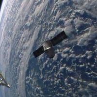 http://www.lemonde.fr/sciences/article/2014/04/20/la-capsule-dragon-de-spacex-a-atteint-l-iss_4404449_1650684.html