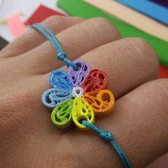 Makrame Bracelet with rainbow flower motive por Narikella en Etsy