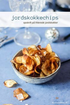 Jordskokkechips - opskrift på friterede jordskokker Lchf, Tapas, Healthy Snacks, Cereal, Food And Drink, Appetizers, Pudding, Eat, Breakfast