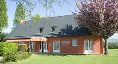 Hotel La Belle Etoile Thouaré-sur-Loire The hotel La Belle Etoile is located close to the city of Nantes and close to the Parc des Expositions de La Beaujoire.  The 37 rooms are spacious and comfortable with complete bathroom, satellite TV and free WiFi access.