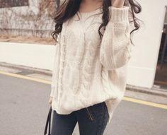 Los suéteres de temporada vienen en tonalidades crudas, grises y camello. ¡Son súper combinables!