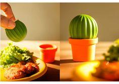 Sel et Poivre en-un cactus par Qualy. Cette salière et poivrière Cactus sera être original et sympa sur votre table .Le design des produits Qualy est à la fois décalé, coloré, pratique et amusant.