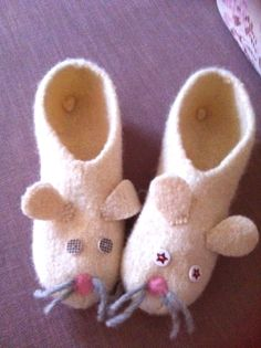 handmade by asselino, cuddly mouse slipper, material: felt