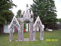 I have styrofoam totally want to make this Halloween Cemetery Props Halloween Garage, Halloween Graveyard, Halloween Items, Halloween Season, Spooky Halloween, Halloween Crafts, Halloween Decorations, Halloween Party, Halloween Coffin