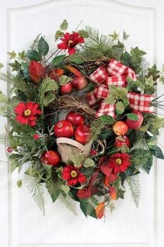 Cute And Yummy Apple Wreaths For Fall Home Decor - DigsDigs Country Wreaths, Fall Wreaths, Christmas Wreaths, Christmas Decorations, Wreaths For Front Door, Door Wreaths, Apple Wreath, Beautiful Front Doors, Burlap Wreath