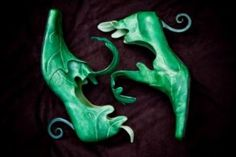 jester shoes or they look like good witch or elf shoes Crazy Shoes, Me Too Shoes, Halloween Shoes, Halloween 2, Fairy Shoes, Elf Shoes, Kobold, Fairy Clothes, Fairy Dust