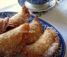 Empanadillas dulces rellenas de natillas