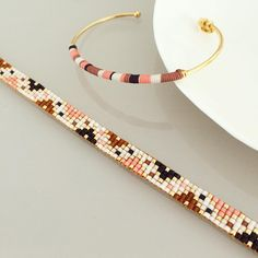 off loom beading stitches Loom Bracelet Patterns, Seed Bead Patterns, Bead Loom Bracelets, Jewelry Patterns, Beading Patterns, Beading Ideas, Beading Supplies, Seed Bead Jewelry, Bead Jewellery