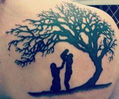¿Estás buscando un tatuaje que represente a tu familia y no encuentras la opción adecuada? ¿Te has preguntado acaso si existen símbolos para tatuajes que representan a la familia? ¿Estás buscando diseños? Pues llegaste al lugar indicado. No te pierdas estos diseños de tatuajes sobre la familia y disfruta