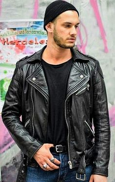 Classic jacket with jeans. Best look !