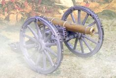Napoleonic British Army CS00505 RHA Royal Horse Artillery Cannon with opening ammo box - Made by The Collectors Showcase Military Miniatures and Models. Factory made, hand assembled, painted and boxed in a padded decorative box. Excellent gift for the enthusiast.