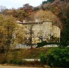 Sur mon chemin ce petit manoir reste dans son jus #drome #oldhouse #castle #igerarchitecture #belledemeure Album Photos, Paths, The Mansion, Juice, Picture Albums, Photograph Album