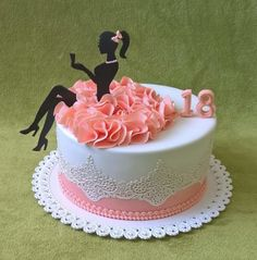 Girl cake - Celebration cakes for women, Party organization ideas, Party plannig business Pretty Cakes, Beautiful Cakes, Amazing Cakes, Teen Cakes, Girly Cakes, Cakes For Girls, Fondant Cakes, Cupcake Cakes, Baking Cupcakes