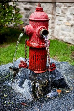 Awesome and Creative DIY Inspirations Water Fountains In Backyard Garden - Page 3 of 58 Backyard Water Fountains, Diy Water Fountain, Diy Garden Fountains, Indoor Water Garden, Water Gardens, Garden Pods, Small Front Yard Landscaping, Garden Waterfall, Water Features In The Garden