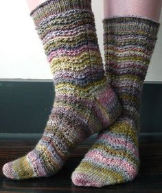 SUCH a pretty pattern :):) shows off the yarn nicely :)