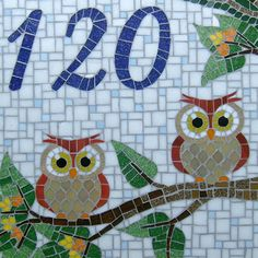Número Casal de corujas Owl Mosaic, Mosaic Birds, Mosaic Glass, Stained Glass, Mosaic Artwork, Beautiful Owl, Mosaic Crafts, Mosaic Designs, House Numbers