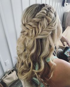 Finding just the right wedding hair for your wedding day is no small task but we're about to make things a little bit easier.From soft and romantic, to classic with modern twist these gorgeous Half up half down hairstyles with gorgeous details will inspire #weddinghairstyles #weddingdayhair