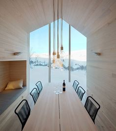 I love this split view mountain lodge in Norway and it's contemporary interpretation of a traditional ski chalet.