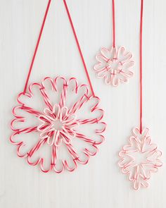 A Sweet Candy Cane Wreath for the Holidays - - This hanging decoration leaves a sweet, lasting impression for the winter season. To ensure it lasts, store your wreath between layers of waxed paper between seasons. Dollar Store Christmas, Christmas Candy, Christmas Holidays, Christmas Ornaments, Christmas Parties, Candy Cane Decorations, Candy Cane Crafts, Christmas Decorations, Christmas Projects