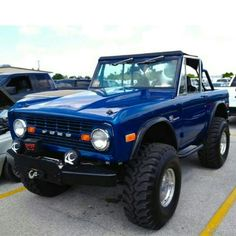 1973 Ford Bronco - fun and cool off-road vehicle. Bronco Truck, Jeep Truck, Lifted Trucks, Cool Trucks, Pickup Trucks, Cool Cars, Lifted Ford, Classic Bronco, Classic Ford Broncos