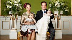 Endlich! Drei Tage nach der Taufe von Prinz Nicolas veröffentlichte der schwedische Hof nun die offiziellen Fotos. Madeleines Familienglück scheint vollkommen.