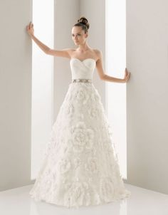 Sweetheart ball gown tulle bridal gown #vintage #wedding