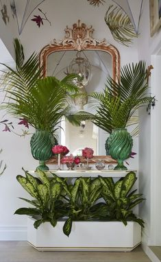 Adorable Beach Style Decorating Ideas For Your Kitchens - Beach house decorating should never be a chore, in fact, when deciding how to decorate a vacation home or beach house you need to keep one thing in mi. Palm Beach Decor, Tropical Home Decor, Tropical Style, Tropical Houses, Beach House Decor, Coastal Style, Beach Houses, Retro Beach House, Bohemian Beach Decor