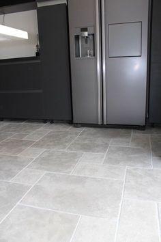 Best Ideas For Kitchen Floor Travertine Kitchen Tiles, Kitchen Flooring, Stone Kitchen Floor, Acid Stained Concrete, Travertine Floors, Hallway Designs, Style Tile, Cabinet Styles, Floor Design